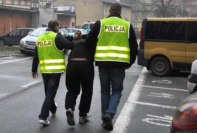 Legniccy policjanci zatrzymali recydywistę, który okradał swoich pracodawców