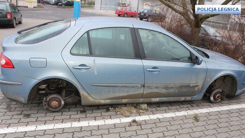 Zatrzymali mężczyzn, którzy dokonali kradzieży kół z 6 pojazdów
