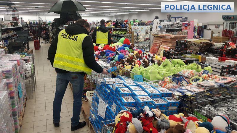 (FOTO) Sprzedawali podrobione zabawki