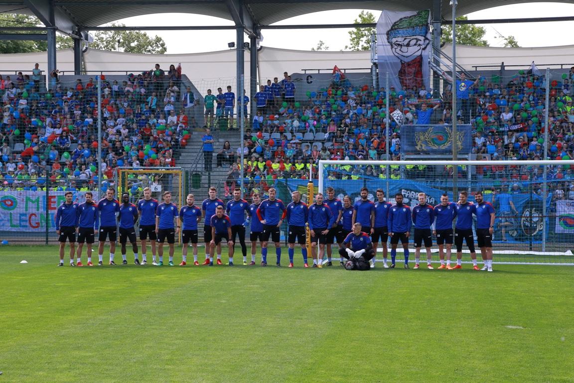 2000 dzieci zrobiło niespodziankę piłkarzom Miedzi!
