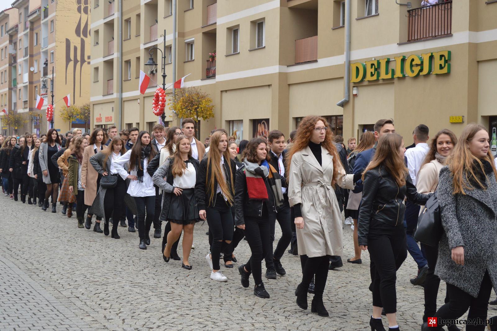 (FOTO) Legnica: Inauguracja miejskich obchodów Święta Niepodległości – Polonez na 100 par