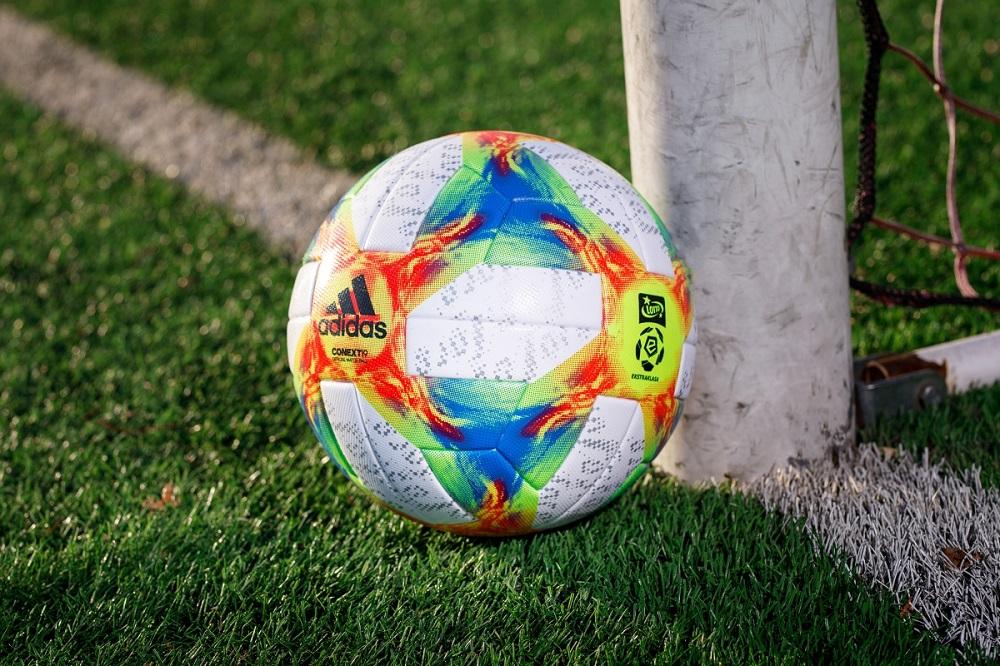 Od przyszłego roku zagrają nową piłką