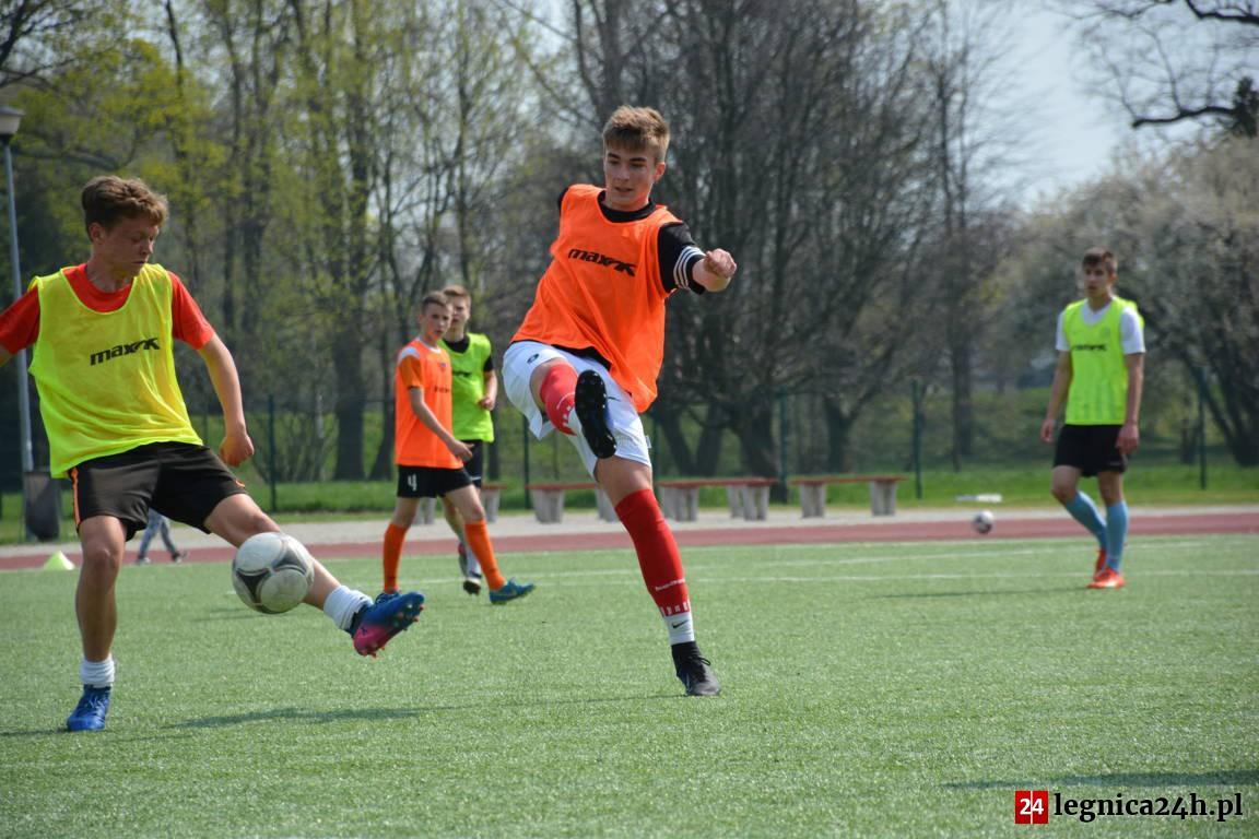Boisko przy ul. Hetmańskiej regularnie gości młodych piłkarzy.