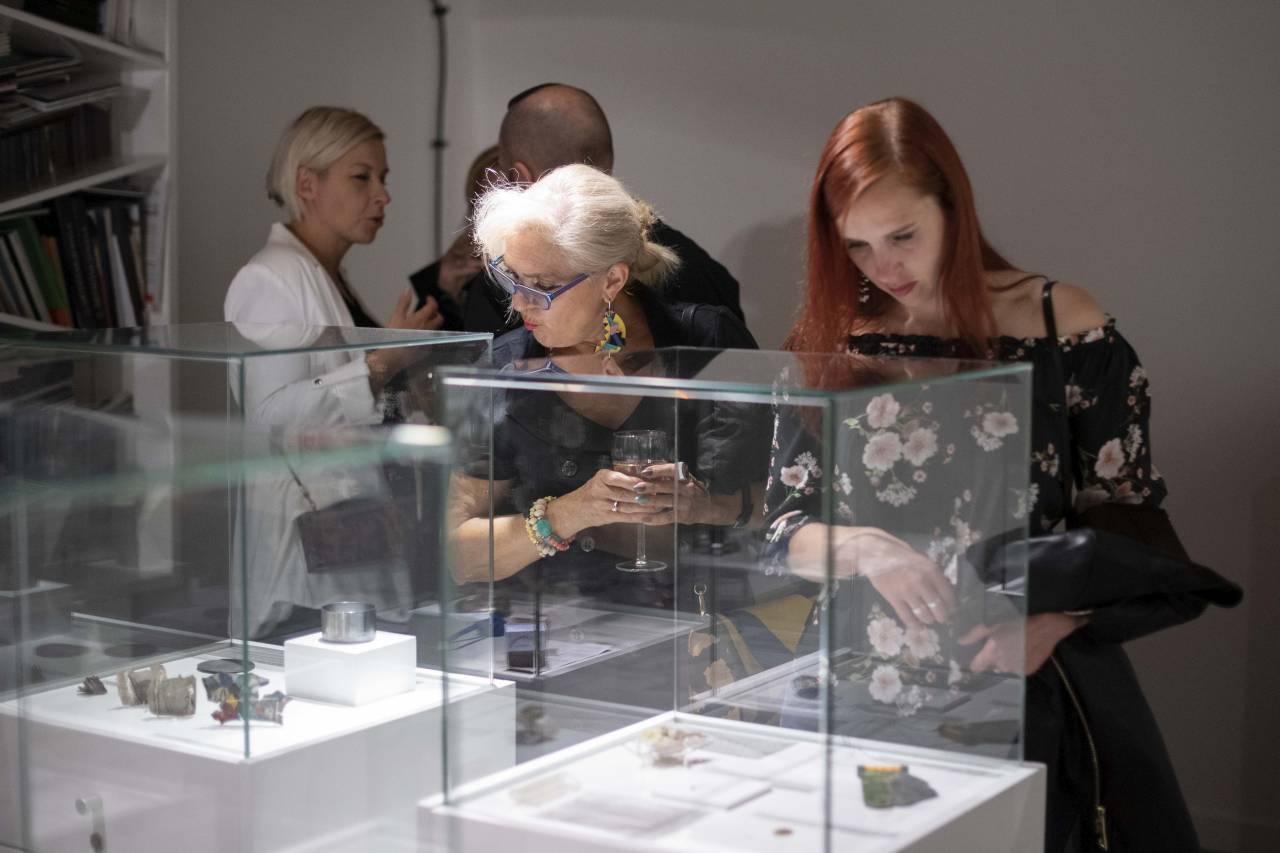 Szkło, ceramika i fotografia w styczniu w Galerii Sztuki